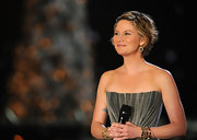 Singer Jennifer Nettles wore a variety of 18-karat gold Rock Candy bangles, while on stage at the CMA's.