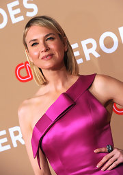 Renee looked ultra sleek in her one-should dress. The actress completed her look with straight medium length tresses.
