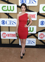 Adelaide opted for a simple but smokin' red hot one-shoulder dress.