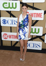 To give her look a playful spark, Rachel opted for a blue, white, and green paillette-embellished dress.