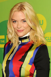 Jaime King rocked a piecey wavy 'do at CW's Upfront event.