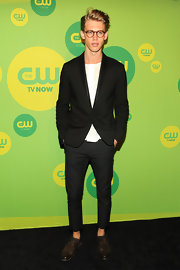 Austin Butler kept his look geeky chic with this classic black blazer and skinny pants.