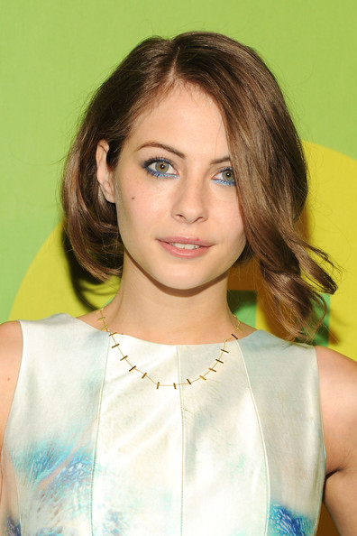 Willa Holland chose an icy blue eyeshadow to line her lids for her bright and vibrant look at the CW Upfront event in NYC.