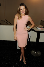 Shantel added sizzle to her step with metallic peep-toe pumps.