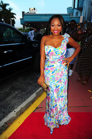 Naturi Naughton opted for a floral one-shoulder evening dress for the ABFF in Miami. The glowing starlet carried a gold Swarovski clutch and accessorized with Swarovski jewelery.