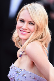 Naomi Watts opted for her usual shoulder-length waves when she attended the Cannes opening gala.
