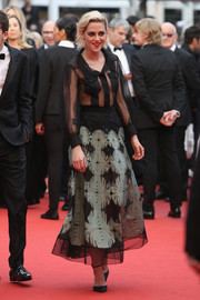 Kristen Stewart paired her blouse with an ankle-length abstract-patterned skirt, also by Chanel.