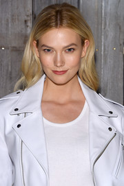 Karlie Kloss sported a gently wavy hairstyle at the Calvin Klein fashion show.