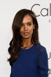 Liya Kebede went for a minimalist-chic look with this gold collar necklace and blue dress combo.