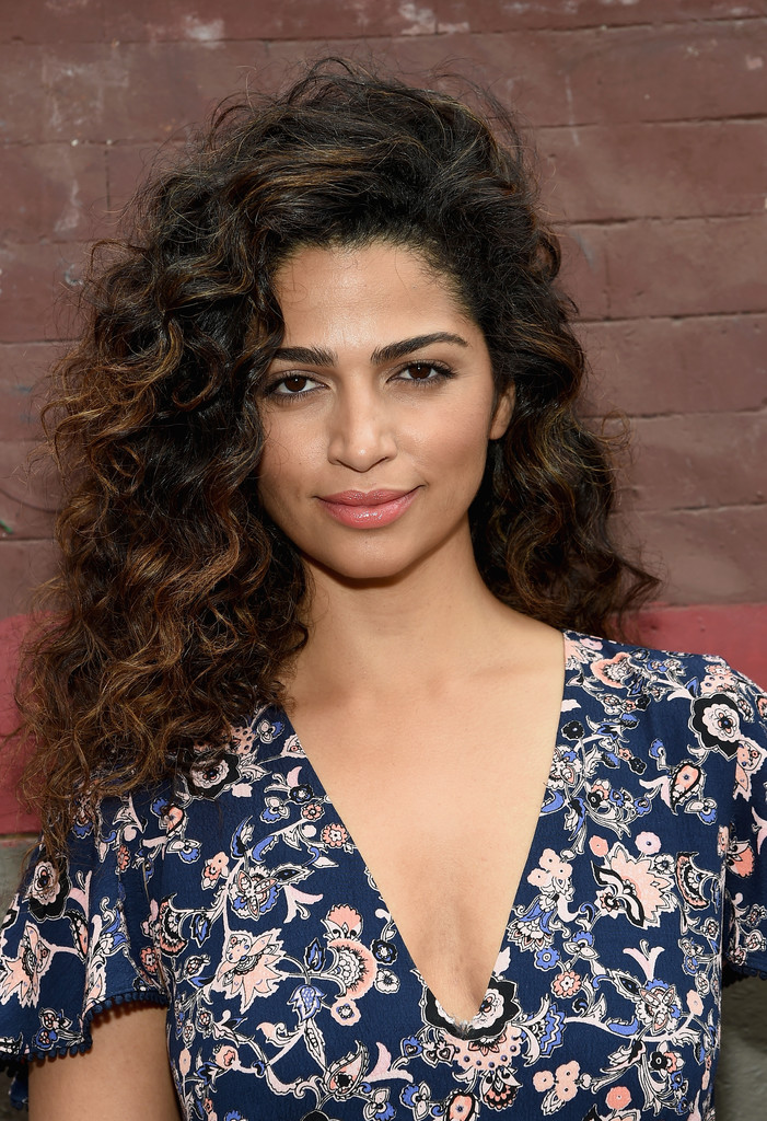 Camila Alves Medium Curls Camila Alves Looks Stylebistro