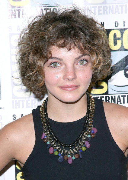 Camren Bicondova Short Curls [gotham press line - comic-con international,hair,hairstyle,blond,chin,bangs,bob cut,black hair,hair coloring,brown hair,fashion accessory,camren bicondova,press line,gotham,san diego,california,hilton bayfront,comic-con international 2014]