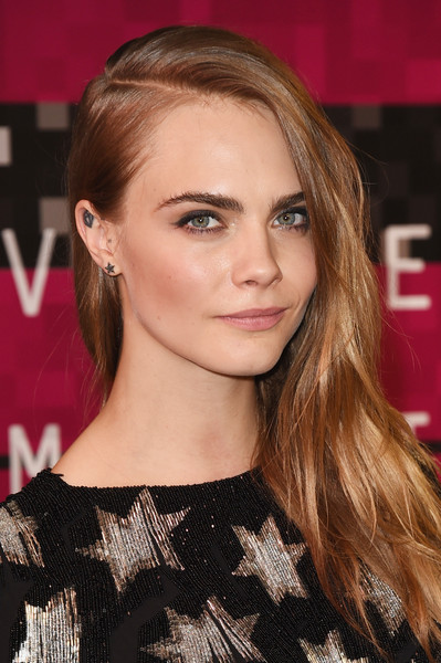 Cara Delevingne Side Sweep