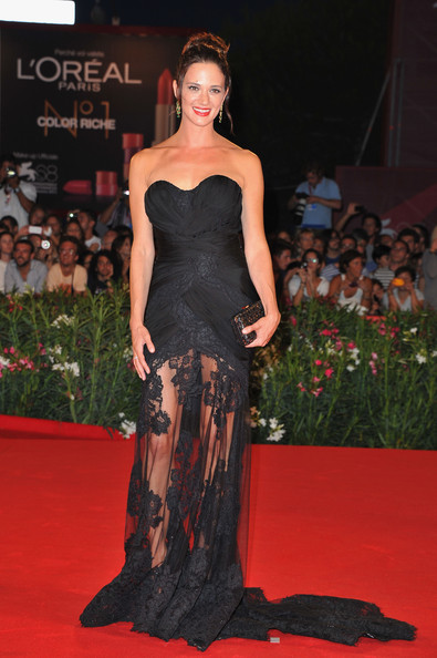 Asia stunned on the red carpet in a draped black strapless chiffon dress with tulle skirt and lace inserts.