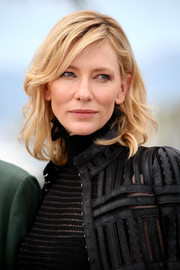 Cate Blanchett wore a casual yet lovely wavy hairstyle with side-swept bangs at the 'Carol' photocall in Cannes.