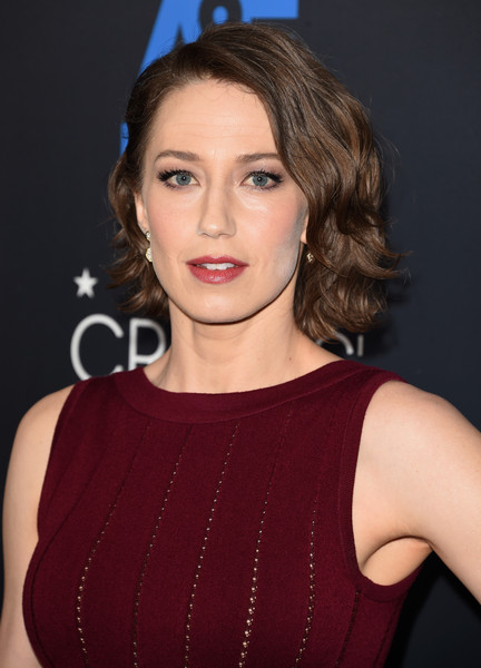 Carrie Coon Short Wavy Cut [hair,face,hairstyle,eyebrow,lip,chin,beauty,brown hair,cheek,forehead,arrivals,carrie coon,beverly hills,california,the beverly hilton hotel,critics choice television awards]