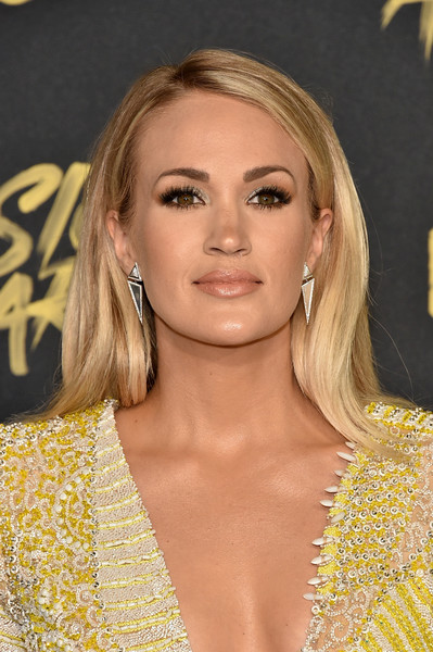 Carrie Underwood Long Side Part [hair,blond,hairstyle,eyebrow,lip,long hair,premiere,layered hair,eyelash,brown hair,arrivals,carrie underwood,bridgestone arena,nashville,tennessee,cmt music awards]