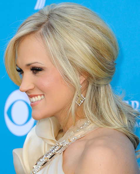 Carrie Underwood Half Up Half Down [hair,hairstyle,blond,face,chin,eyebrow,beauty,long hair,forehead,hair coloring,arrivals,carrie underwood,las vegas,nevada,mgm grand garden arena,academy of country music awards]