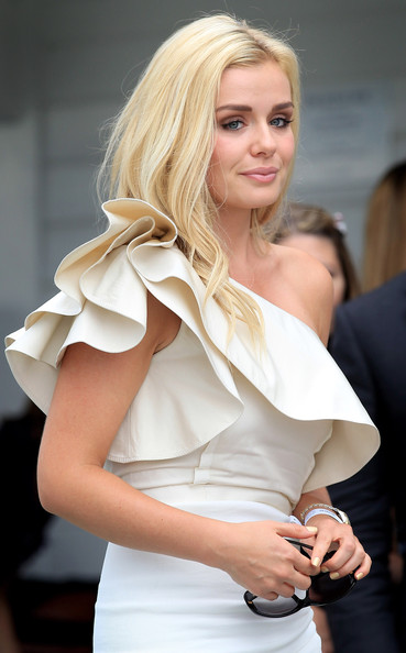 More Pics of Katherine Jenkins Oval Sunglasses (4 of 11) - Katherine Jenkins Lookbook - StyleBistro
