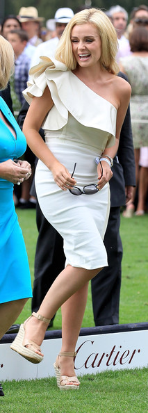 More Pics of Katherine Jenkins Oval Sunglasses (1 of 11) - Katherine Jenkins Lookbook - StyleBistro