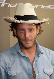 Lapo showed off a cool straw hat, which he paired with a denim button up shirt.