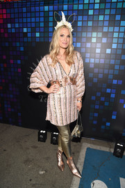 Molly Sims teamed her top with a pair of gold leggings.