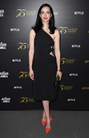 Krysten Ritter injected some color with a pair of red-orange lace-up pumps by Kurt Geiger.