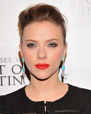 Scarlett rocked some vicious red lips on the 'Cat on a Hot Tin Roof' red carpet.