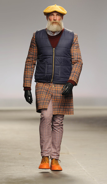 http://www4.pictures.stylebistro.com/gi/Catwalk+London+Collections+MEN+AW13+Qkt7VSLO4iTl.jpg