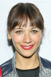 Rashida Jones wore a casual ponytail with wispy bangs during the Caudalie Boutique Spa grand opening.
