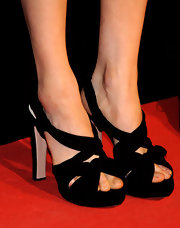 Rachel Weisz chose classic black strappy sandals to top off her red carpet look at the 'Agora' premiere.