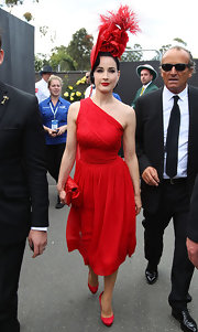 Dita looked chic and sexy in a bold red ensemble at the Victoria Derby Day in Melbourne. She topped off her look with bright red pumps.