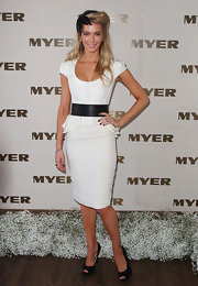 Jennifer Hawkins topped off her black and white ensemble with classic black peep-toe pumps.