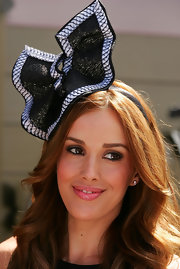 Rebecca Judd wore a dramatic abstract head piece for Victoria Derby Day in Australia.