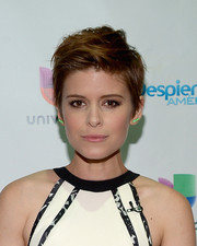 Kate Mara looked cool with her messy cut while visiting the set of 'Despierta America.'