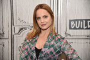 Mena Suvari kept it simple with this straight 'do while visiting Build.