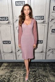 Angela Sarafyan finished off her look with a pair of cross-strap pumps.