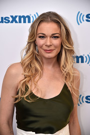 LeAnn Rimes looked fab with her long ombre waves while visiting SiriusXM.