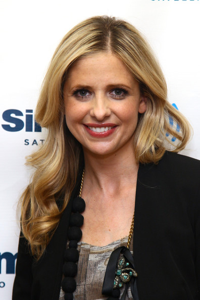 More Pics of Sarah Michelle Gellar Long Wavy Cut (1 of 10) - Long Wavy Cut Lookbook - StyleBistro