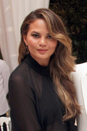 Chrissy Teigen looked gorgeous with her long, side-parted waves at the Celebrity Fight Night.