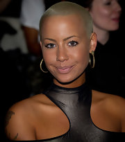 Amber Rose paired her cut-out dress with golden hoop earrings. By keeping her makeup natural drew attention to her gilded hoops.