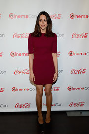 Aubrey Plaza chose this crimson frock for her sleek and sophisticated look at the CinemaCon Awards Ceremony.