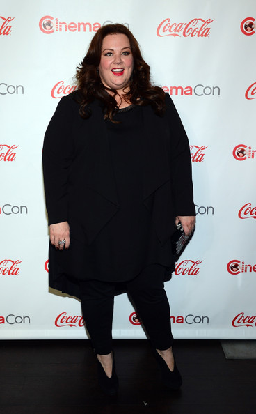 More Pics of Melissa McCarthy Long Wavy Cut (1 of 23) - Long Wavy Cut Lookbook - StyleBistro