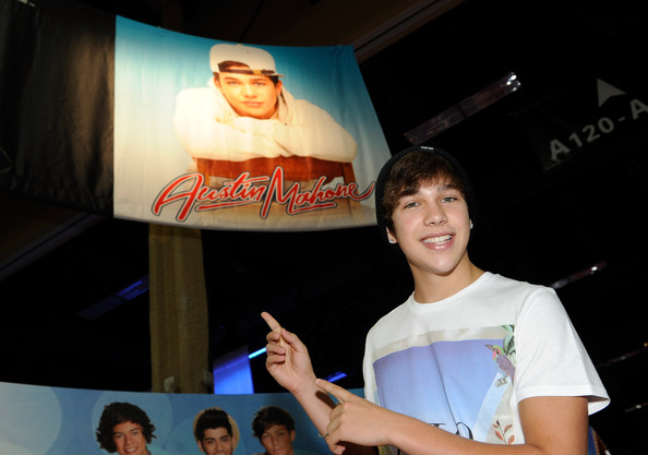 More Pics of Austin Mahone T-Shirt (1 of 11) - Tops Lookbook - StyleBistro