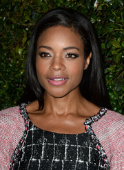 Naomie Harris topped off her look with a simple yet pretty side-parted straight 'do during the Chanel and Charles Finch pre-Oscar dinner.