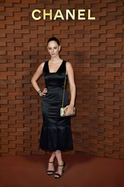 Kaya Scodelario complemented her dress with black ankle-strap heels.