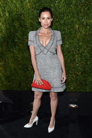 Minnie Driver injected a flash of bold color with a quilted red clutch.