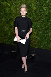 Jennifer Morrison kept up the minimalist vibe with a black-and-white envelope clutch.