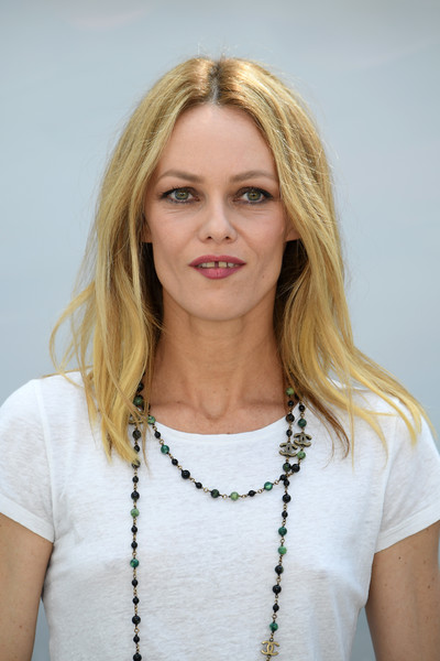 Vanessa Paradis kept it simple with this straight center-parted style at the Chanel Couture Fall 2018 show.