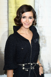 Miroslava Duma looked darling at the Chanel fashion show with her finger-wave hairstyle.