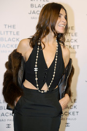 Carine Roitfeld accessorized with a beautiful strand of pearls--by Chanel, of course--when she attended the Little Black Jacket event.
